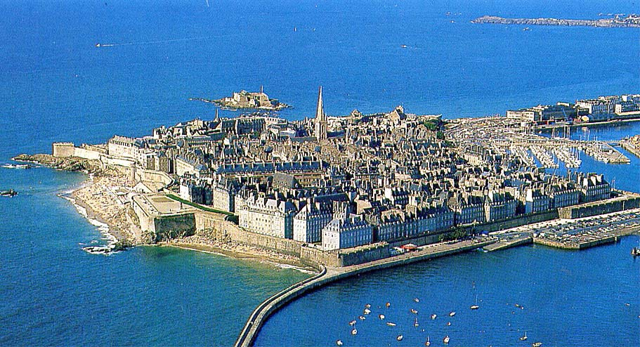escourt women saint malo